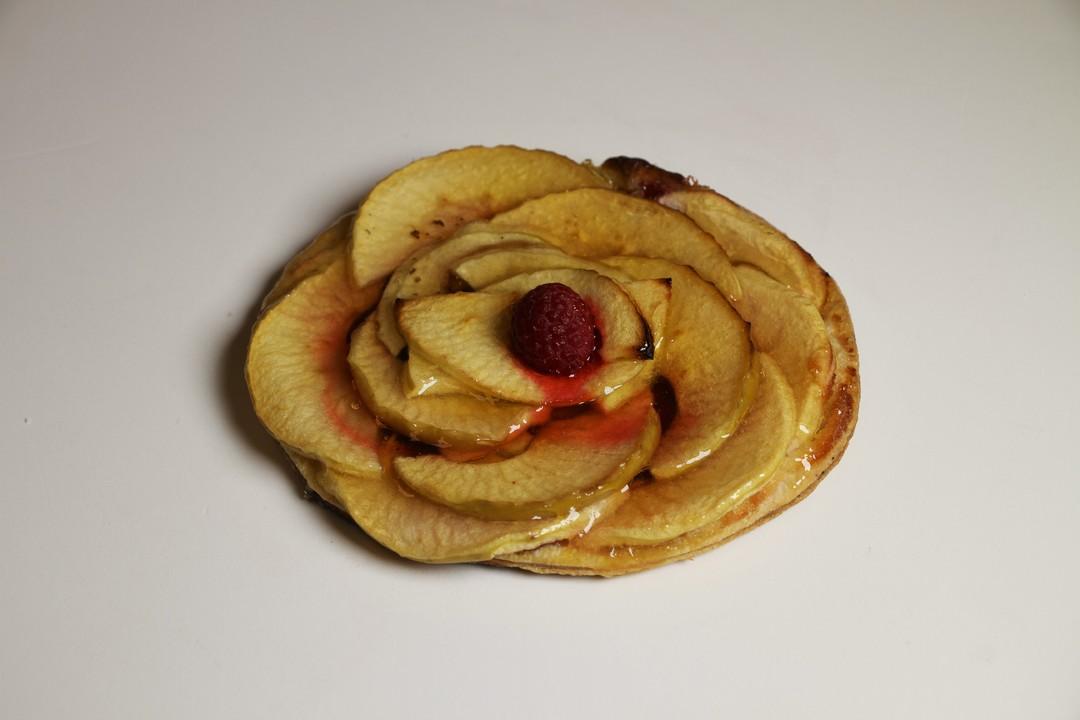 Tarte fine aux pommes et framboises  - Bakeronline
